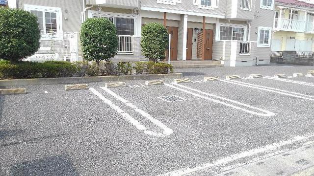 エアリーハウス 01010号室の駐車場