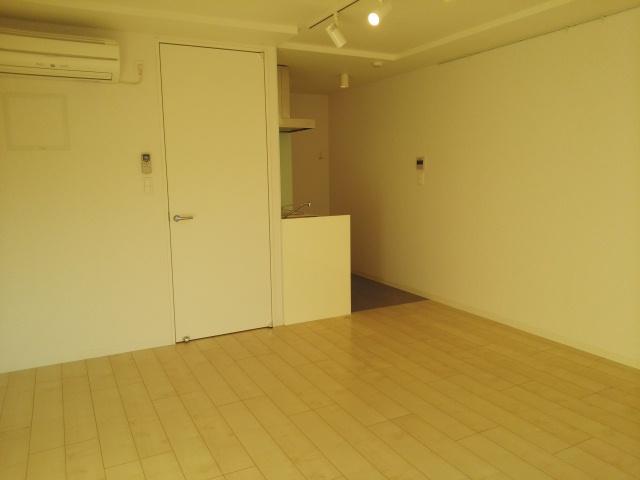 コンフォートスクエア 02010号室のリビング