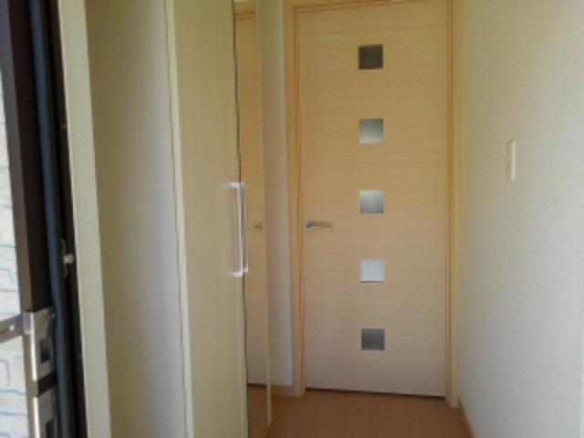 ブランミュールD 01030号室の玄関