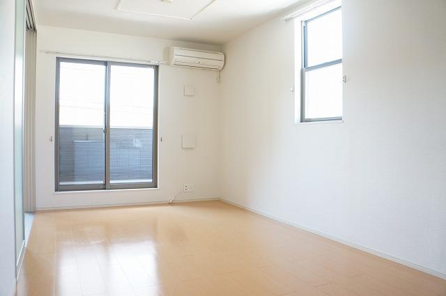 ビラ・シャルル 02010号室のリビング