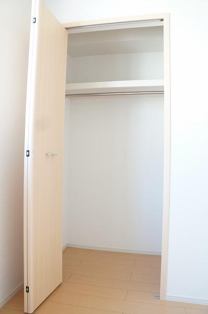 ビラ・シャルル 02010号室の収納
