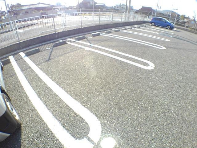 ミルト立花 02010号室の駐車場