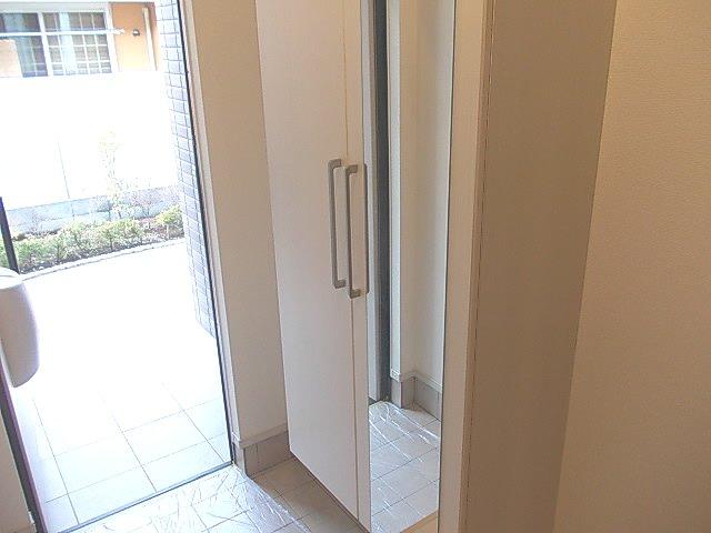 グランデ・オルソⅡ 01050号室の玄関