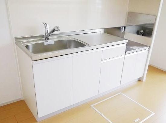 ヴィラージュ・ヒルズB 01040号室のキッチン