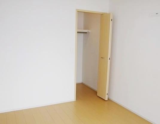 ヴィラージュ・ヒルズB 01040号室の収納