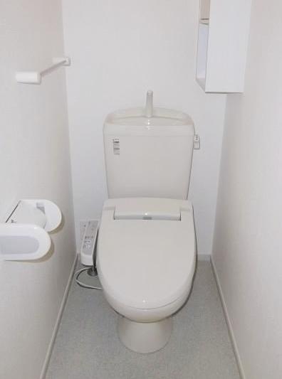 ヴィラージュ・ヒルズB 01040号室のトイレ