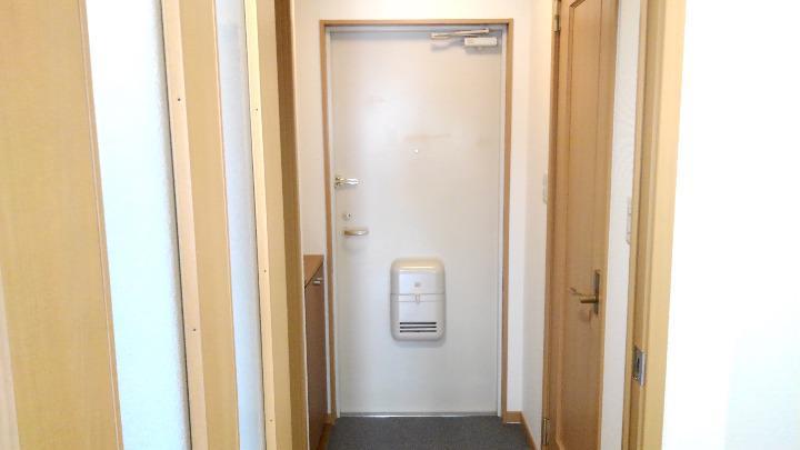 メゾンシャルマン 03010号室の玄関