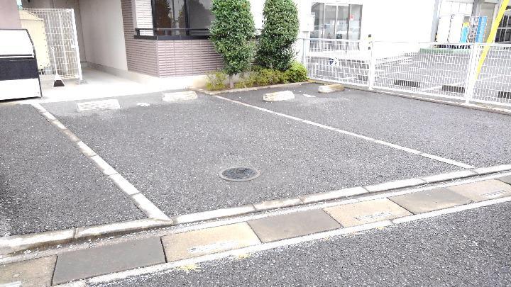 メゾンシャルマン 03010号室の駐車場