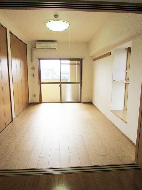 シャン・ド・フル-ル 06100号室のリビング