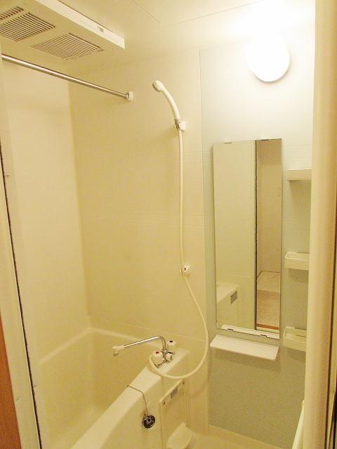 シャン・ド・フル-ル 06100号室の風呂