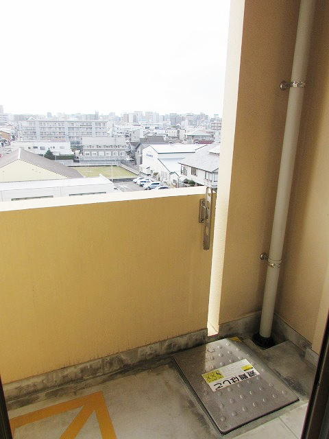 シャン・ド・フル-ル 06100号室の駐車場