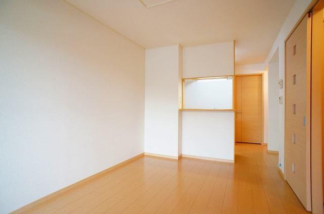 プリムローズⅡ 01030号室のリビング