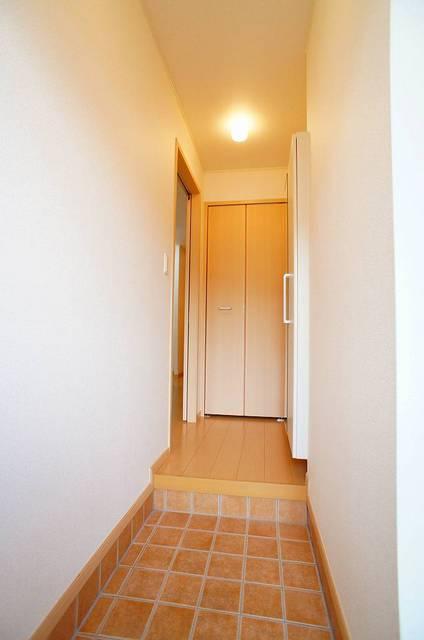 プリムローズⅡ 01030号室の玄関
