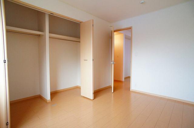 プリムローズⅡ 01030号室の収納