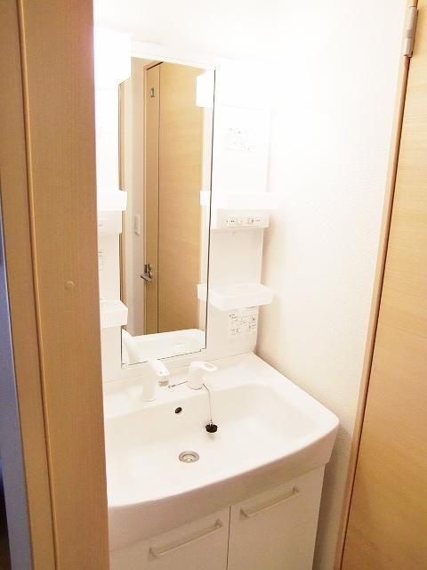 ラポールⅡ 01020号室の洗面所