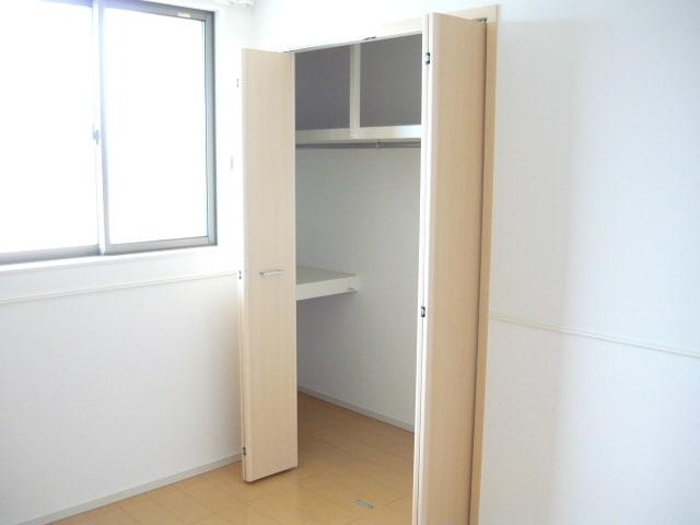 サンブリーズB 02030号室の収納