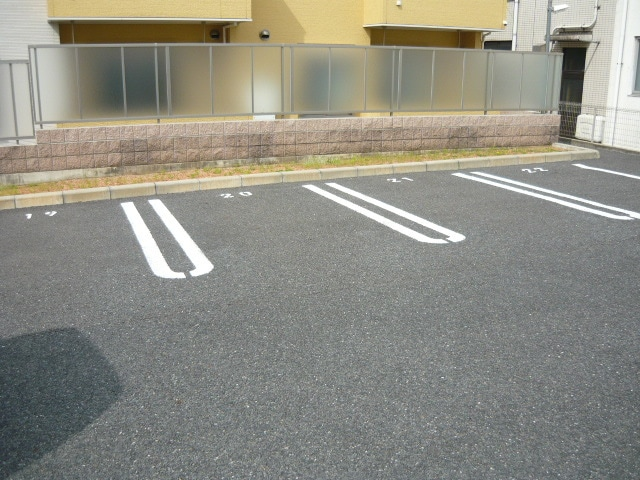サンブリーズB 02030号室の駐車場