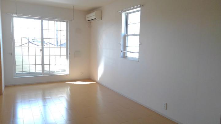 ビバリーヒルズT&Y 02010号室のリビング