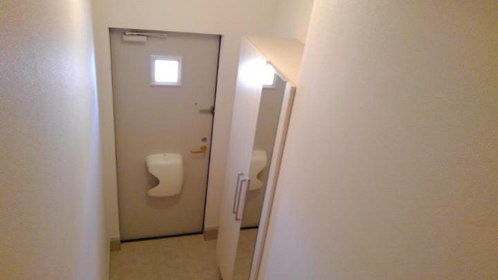 ビバリーヒルズT&Y 02010号室の玄関