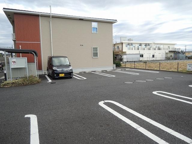 リトルパインズ 02030号室の駐車場