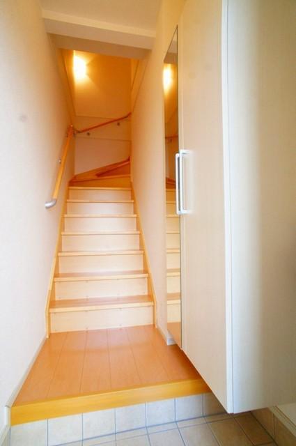 リトルパインズ 02030号室の玄関