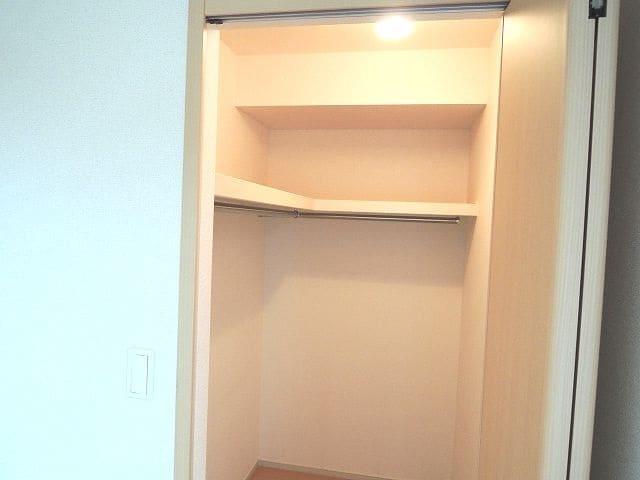 エレガント さくら 02050号室の収納