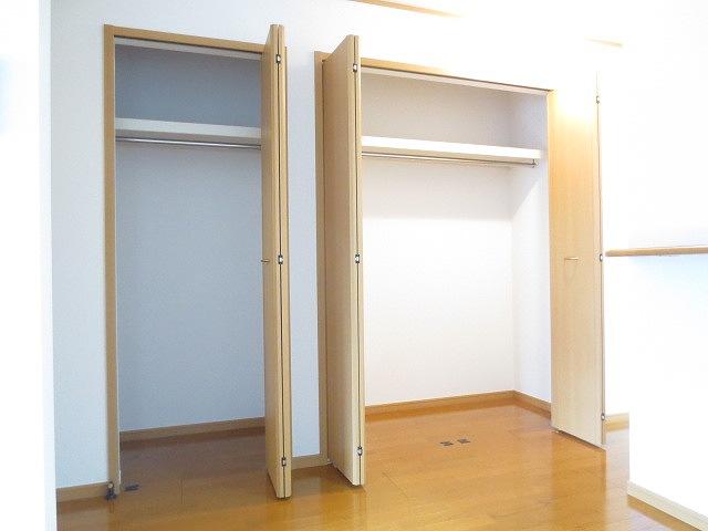 サニー・パークサイド 01020号室の収納