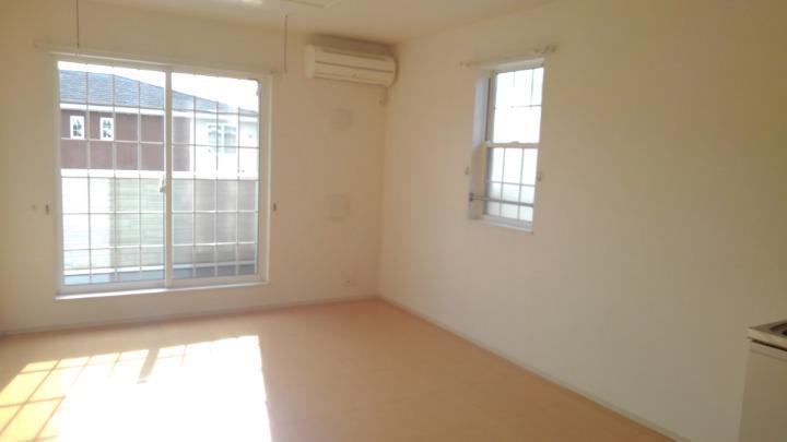 プラシードⅢ番館 02030号室のリビング