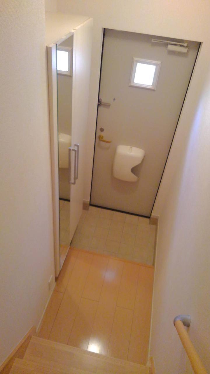 プラシードⅢ番館 02030号室の玄関