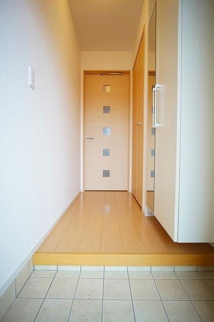 リジエルB 01010号室の玄関