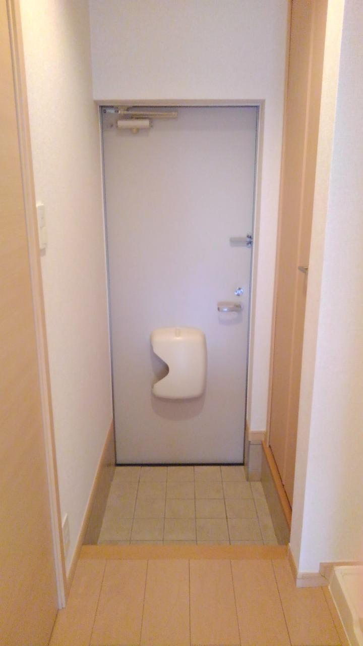 クレセント ルーン 01040号室の玄関