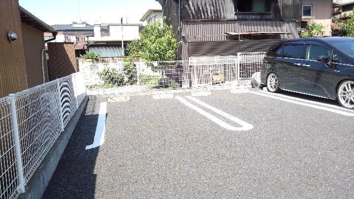 クレセント ルーン 01040号室の駐車場