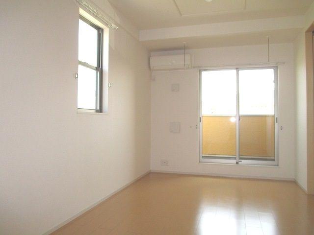 グラシオッソ 02040号室のリビング