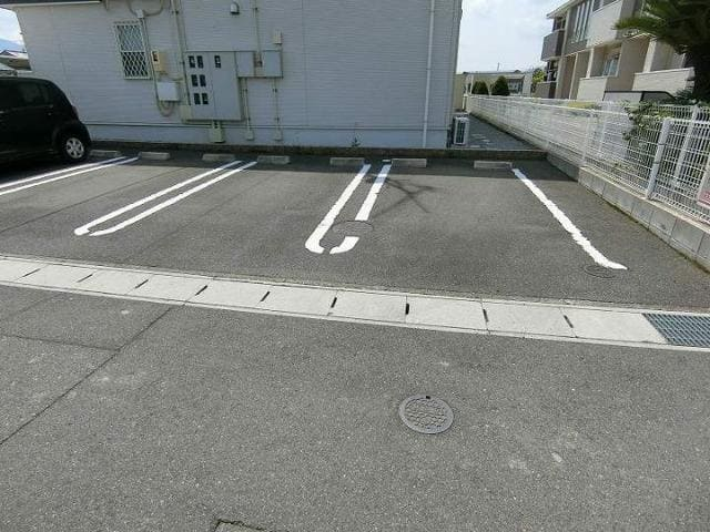 Rule 01010号室の駐車場