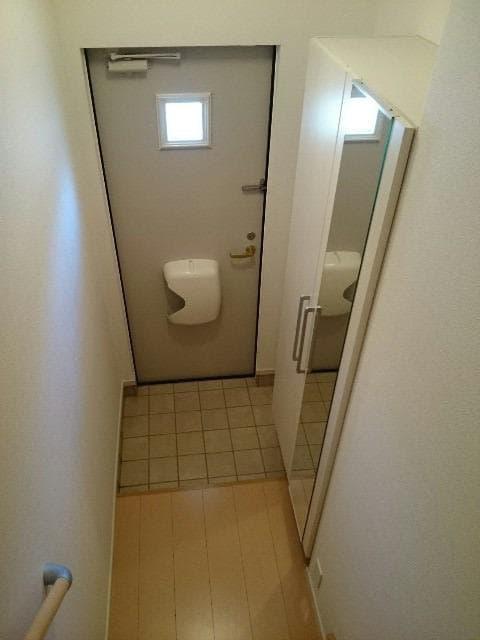 サンヴィレッジE 02010号室の玄関