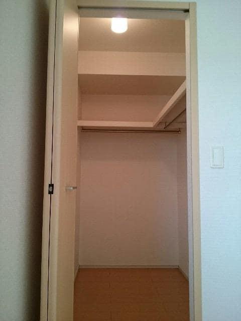 サンヴィレッジE 02010号室の収納