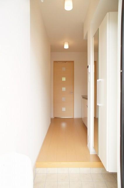 太陽 01010号室の玄関
