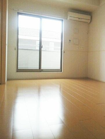サニーパレスⅡ 02010号室のリビング