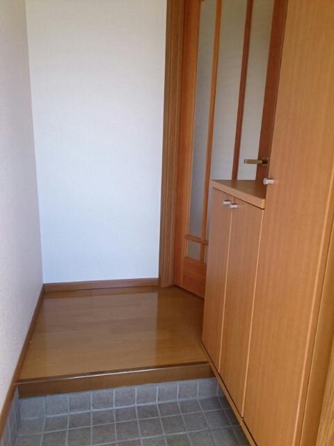 ニュー・ミヤビ 01020号室の玄関