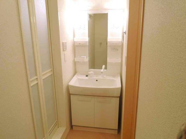 レメゾン参番館 01020号室の洗面所