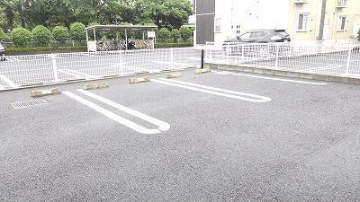 サニークレメント 01030号室の駐車場
