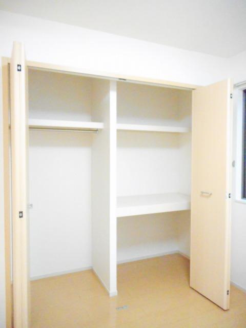 エコ ソラージュA 01020号室の収納