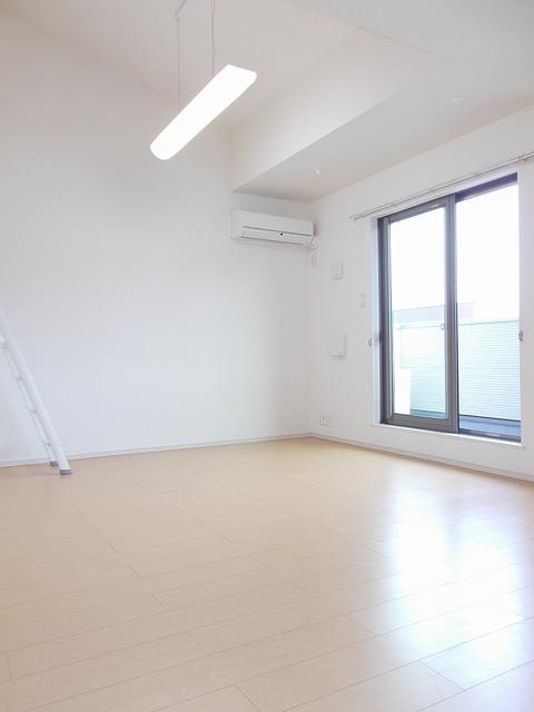 サニーガーデン 02040号室のリビング