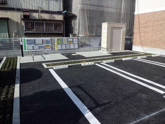 エトワール壱番館 02040号室の駐車場