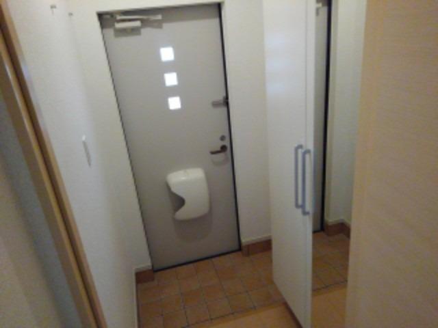 スモールウッズタウン宮司 01030号室の玄関