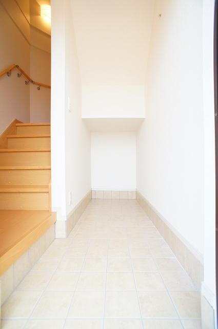 プレッソA 03020号室の玄関
