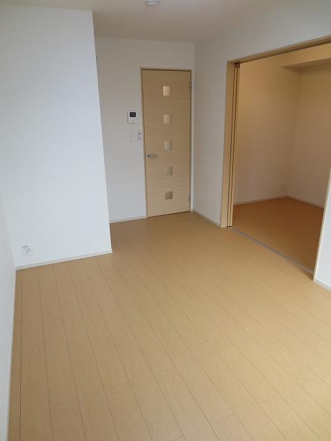 エコソラージュB 01030号室の居室