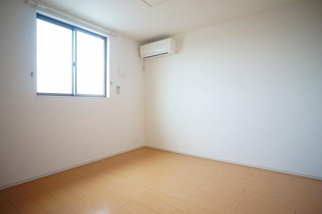 チャンプ ヴィレージ B 02020号室の居室