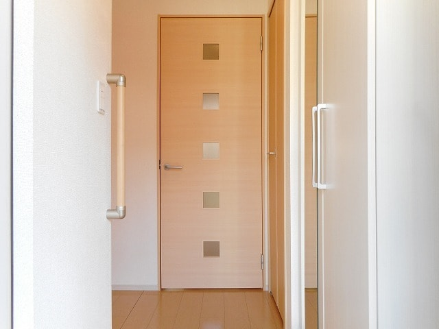 メイリー 01020号室の玄関
