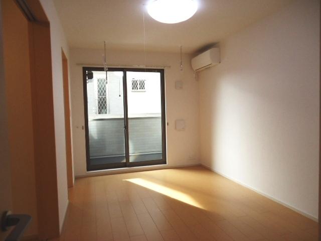 ティン・グローブⅥ 01020号室の居室